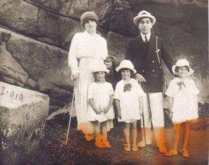 Juan Goñi U,Sara Swiderski y sus hijas. 1919